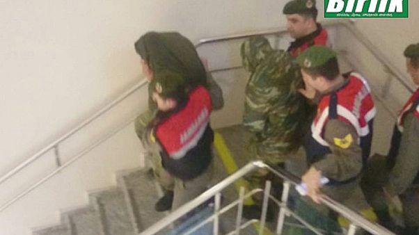 Κορυφώνεται η αγωνία για τους δύο Έλληνες στρατιωτικούς - Ξεκινάει η δίκη τους στην Αδριανούπολη