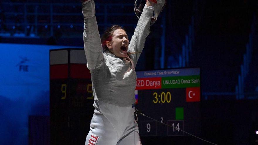 Eskrimde Türkiye'ye altın madalya getiren ilk kadın