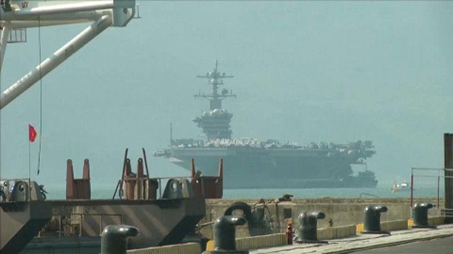 Amerikai hadihajó vietnami kikötőben