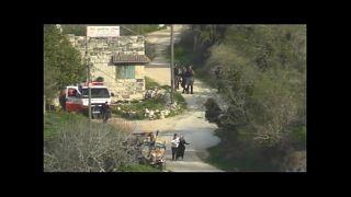 İsrail polisi, kucağında bebek taşıyan Filistinli ailenin üzerine bomba fırlattı