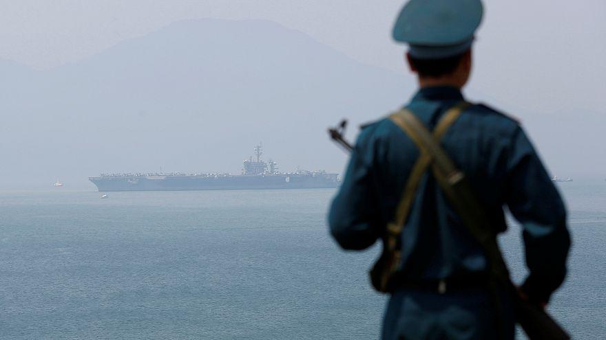 Un porte-avions américain fait escale au Vietnam