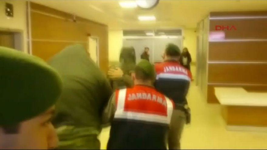 Sınırı geçen Yunan askerlerinin tutukluluğuna devam kararı verildi