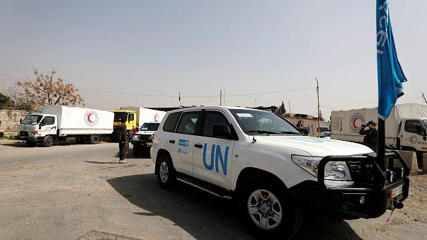 شاهد: شاحنات إغاثة تدخل غوطة دمشق