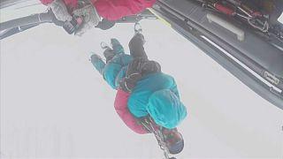 کمک به اسکی بازان گرفتار بهمن توسط نیروهای متبحر فرانسوی