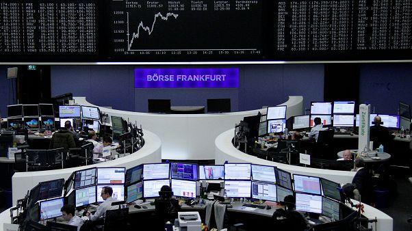 Инвесторы привыкают к политической нестабильности