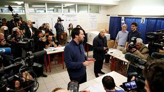Matteo Salvini, líder de La Liga, esperando para votar en Milan