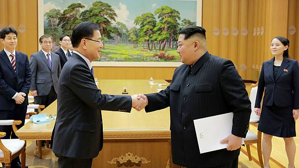 Kim Jong Un greets Chung Eui-yong, head of the National Security sud