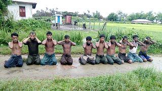 تعدادی از مسلمانان روهینگیا در روستای «این دین»، اول سپتامبر ۲۰۱۷