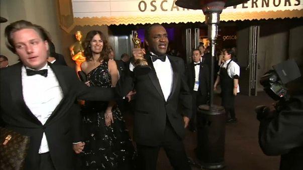 El ladrón con el Óscar en la mano