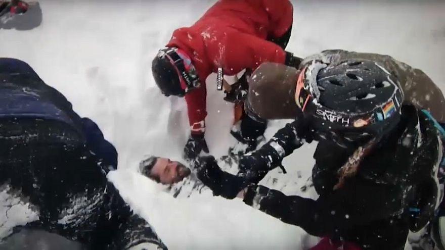 Nordkalifornien: Wintersportler befreien Menschen aus Lawine