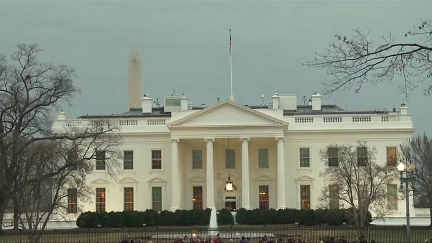 Ex-Trump aide mulls cooperating with Russia probe