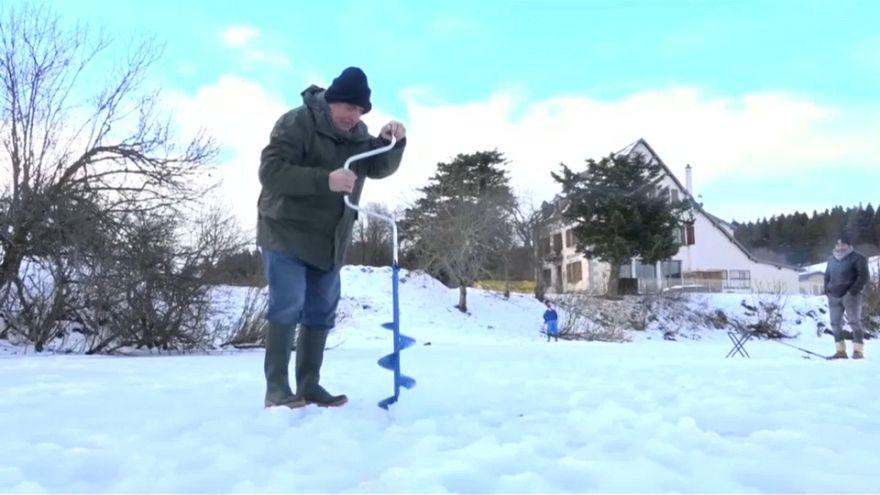 Хорошо клюёт: зимняя рыбалка по-французски