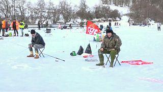 شاهد: صيد السمك على الجليد في فرنسا