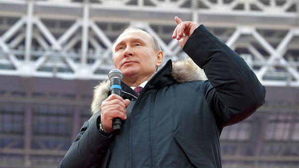 شاهد: بوتين يستعرض مهاراته في مداعبة كرة القدم