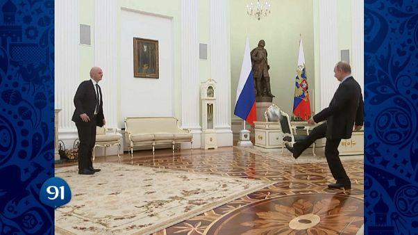 Poutine et Infantino tapent le ballon à J-100