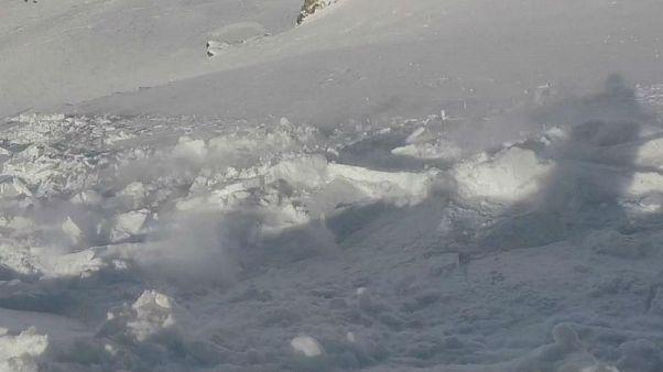 Helmkamera-Video: Snowboarder gerät bei Tignes  in Lawine