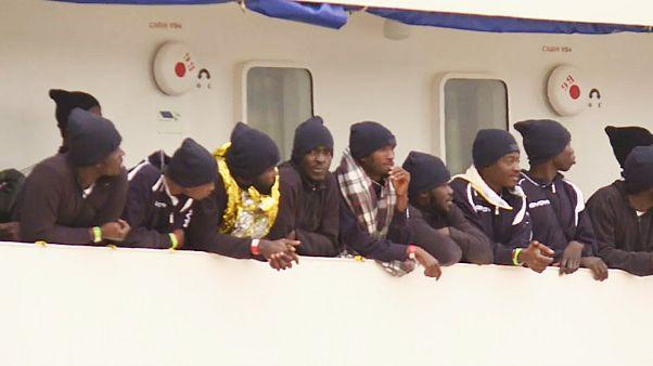 الأكويريوس تنقذ 72 مهاجراً من الغرق