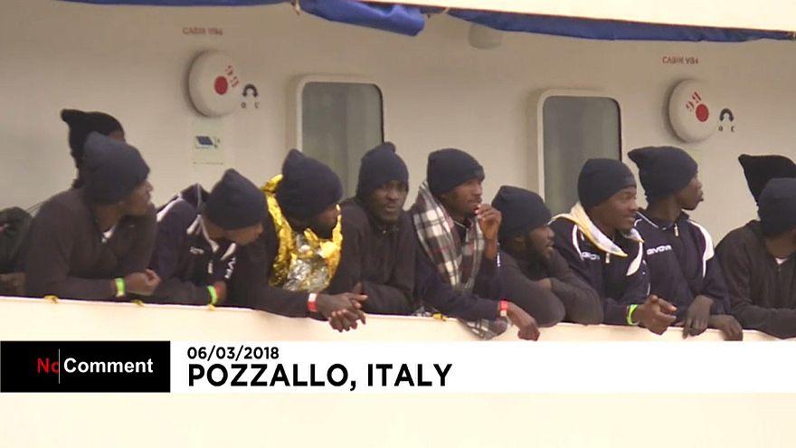 Спасенные мигранты прибыли в Италию