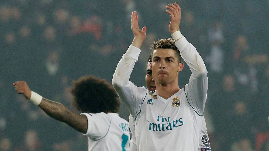 Cristiano Ronaldo aplaude a los hinchas tras el partido