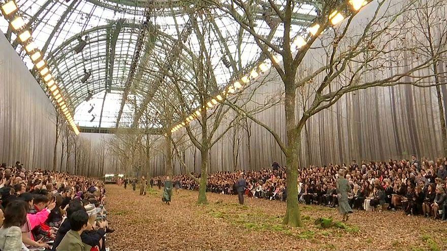 Ambiente de verdadeiro Outono na Semana da Moda de Paris
