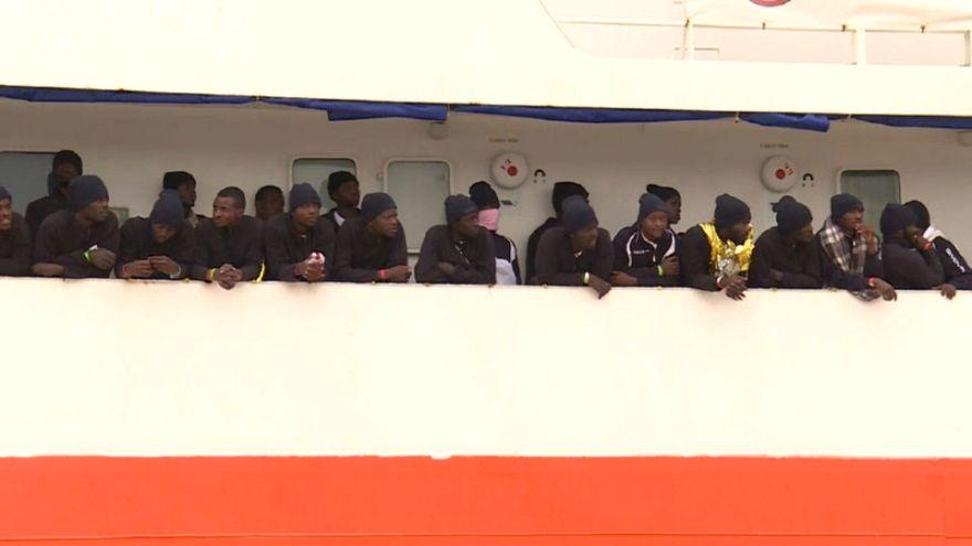 Afrikalı göçmenlerin 'umut yolculuğu' aralıksız sürüyor