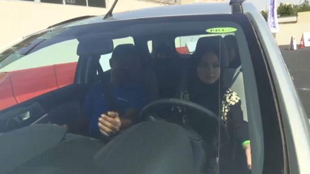 Suudi kadınlar trafiğe çıkmaya hazırlanıyor