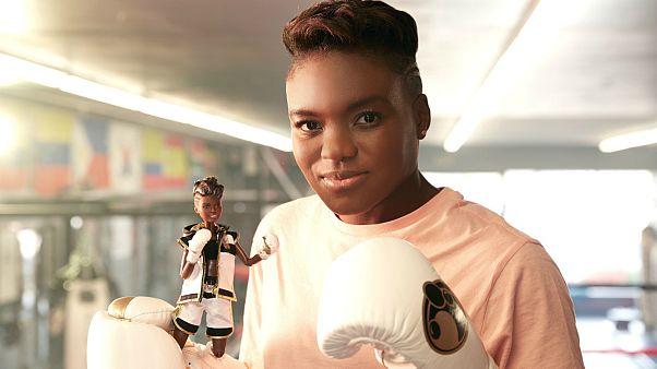 نمایش عروسکهای باربی که با الهام از چهره زنان پیشرو طراحی شدهاند