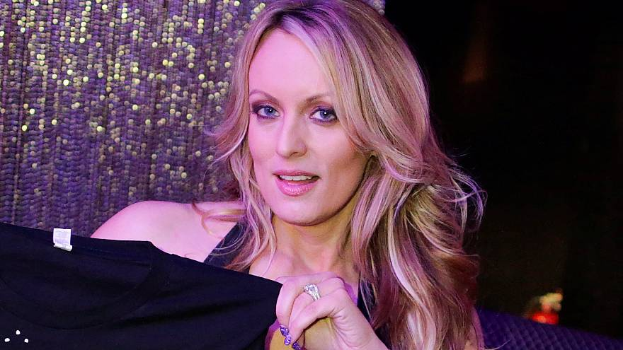 Pornodarstellerin Stormy Daniels klagt Donald Trump an