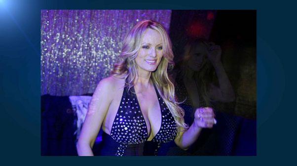 Tanto silenzio per nulla, la porno star fa causa a Trump