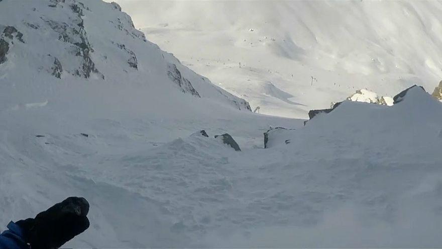 Wintersportler überlebt Lawinenabgang