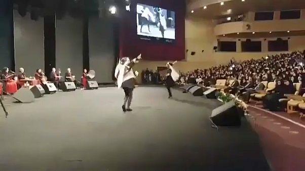 جنجال رقص دختران به مناسبت روز زن در حضور شهردار تهران