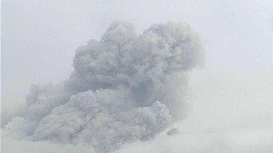 Vulkan Shinmoedake ausgebrochen