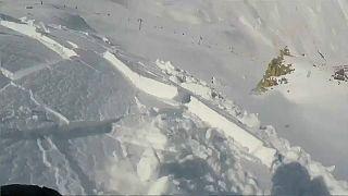 Сноубордист ушёл от лавины