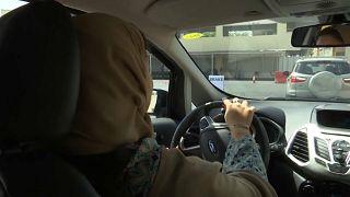 المرأة السعودية تدخل عالم قيادة السيارات بقوة