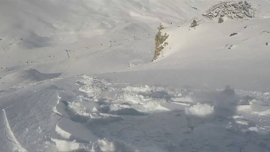 Snowboarder escapes getting buried by avalanche