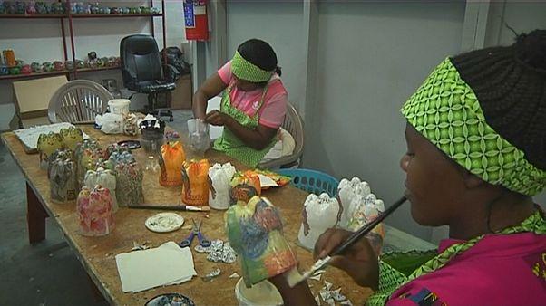 Güney Afrika: Plastik şişeler dekoratif ev eşyalarına dönüşüyor