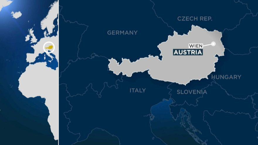 إصابة عدد من الأشخاص بجروح في هجوم بسكين بعاصمة النمسا فيينا