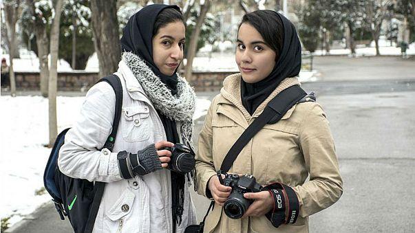 سنتان سجنا لإيرانية خلعت حجابها