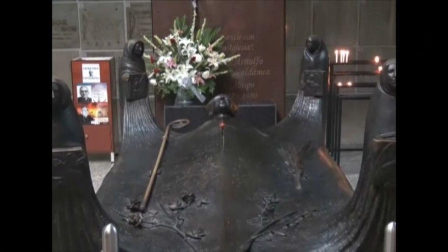 """Júbilo en El Sálvador por """"la intercesión"""" de Monseñor Romero"""
