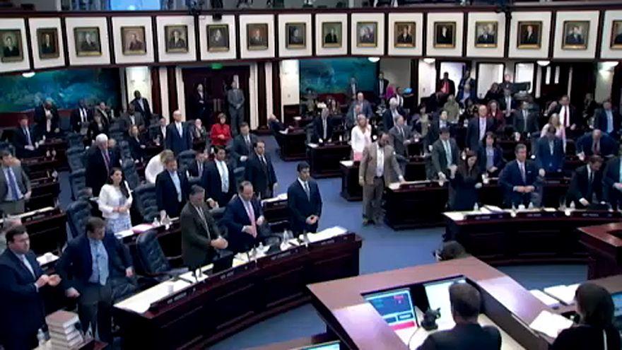 Fegyvert kapnak a floridai tanárok az iskolai ámokfutás után