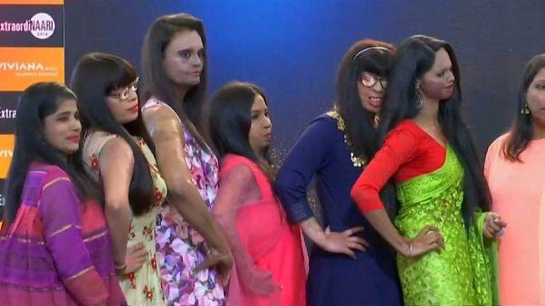 Inde : des survivantes d'attaques à l'acide défilent pour l'égalité hommes-femmes