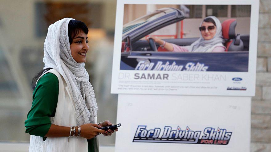 Diese Frau nimmt in Jeddah Fahrstunden.