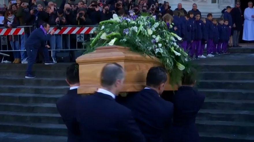 Milhares do adeus a Davide Astori