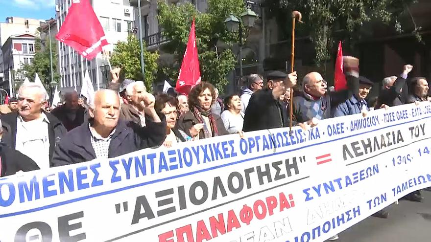 Pensionistas protestam no centro de Atenas