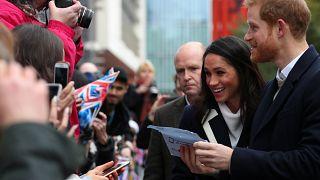 Bain de foule pour le prince Harry et Meghan Markle