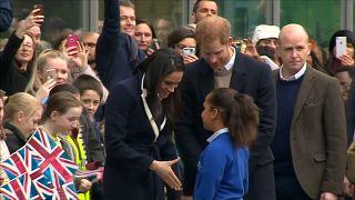 Prens Harry ve nişanlısına Birmingham'da büyük ilgi