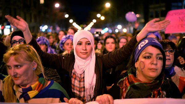 نساء العالم ينددن بالتحرش ويطالبن بالمساوة في اليوم العالمي للمرأة