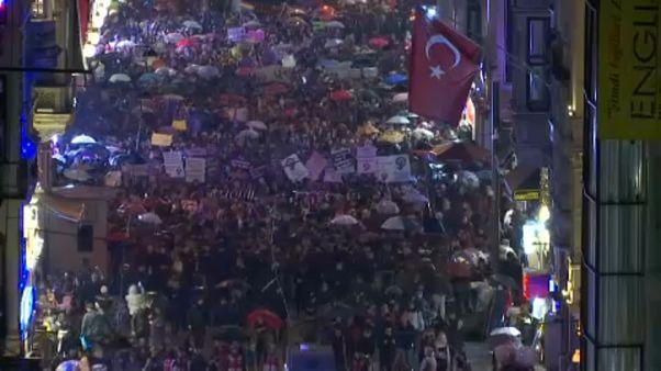 Türkiye'de kadınlar 8 Mart'ta şiddete ve tacize karşı yürüdü