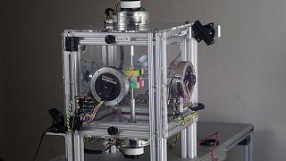 Νέο ρεκόρ: Ρομπότ έλυσε τον κύβο Ρούμπικ σε 0,38 δευτερόλεπτα