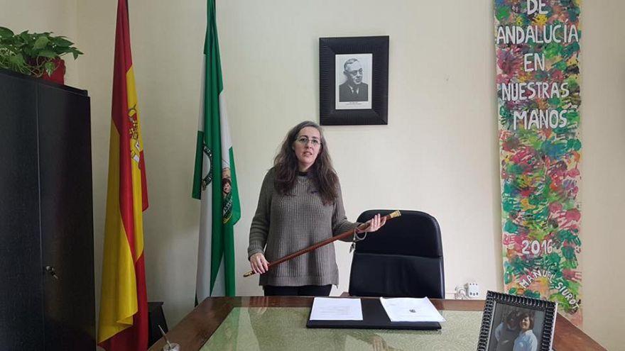 Un alcalde español dimite 24 horas para que una mujer rompa el techo de cristal
